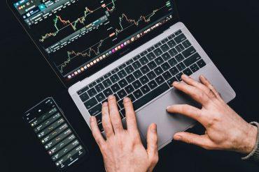 Por que o brasileiro não investe em ações